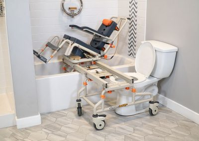 P1 on SB2T Frame with tilted chair over bathtub