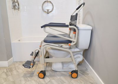 Roll-InBuddy XXL SB6c-26 over toilet